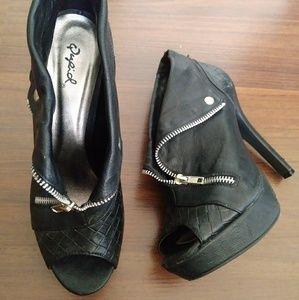 Qupid: Black Vegan Leather platform Heels(size8.5)